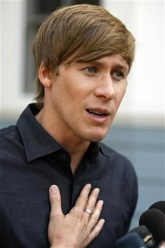 dustin lance Dustin Lance Black and Log Cabin Take Cheap Shots At The Human Rights Campaign