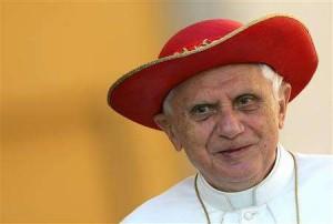 pope-benedict-saturno-hat