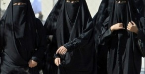 saudi_arabia_-_women_outraged[1]